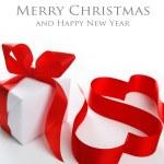 caja de regalo blanca con cinta roja — Foto de Stock   #37140687