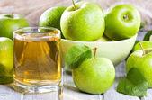 Fresh apples with juice — Stock Photo