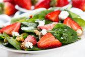 Sallad med jordgubbar — Stockfoto