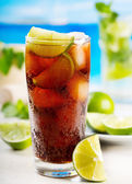 Cocktail with lime and Cola — Stock Photo
