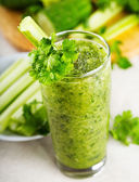 Green vegetable juice — Stock Photo