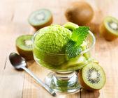 Kiwi's ice cream — Stockfoto