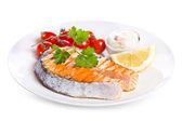 Plato de filete de salmón a la plancha con verduritas — Foto de Stock