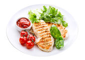 Plate of grilled chicken breast with vegetables  — Stock Photo