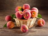 Fresh peaches — Stockfoto