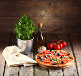 Pizza with ham, olives and vegetables — Stock Photo
