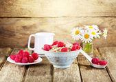 Bowl of muesli with raspberry — Stock Photo