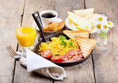 Healthy breakfast with scrambled eggs, juice and fruits — Stock Photo