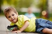 Little boy plays with toy car — Foto de Stock