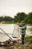 小さな男の子の釣りの写真 — ストック写真