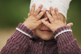 Little girl is playing hide-and-seek — Stock Photo