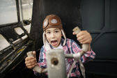 Little boy dreaming of being pilot — Stockfoto