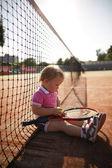 Niña juega al tenis — Foto de Stock