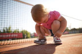 Girl learning to tie shoelaces — Stock Photo