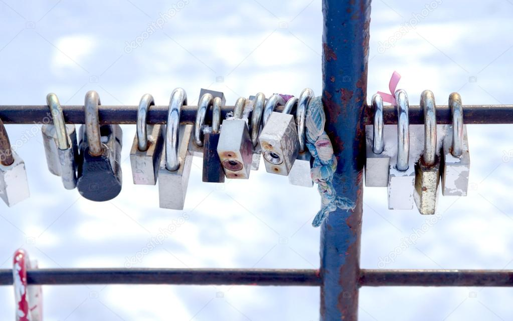 Castles in the winter fence, love — Stock Photo #19260325