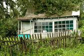 Landhaus mit garten — Stockfoto