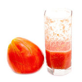 Glass of tomato juice with fresh tomato — Foto Stock