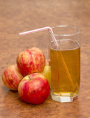 Apples and glass of juice — Stock Photo