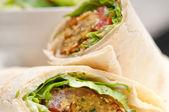 Sanduíche wrap para rolo de pão de pita falafel — Foto Stock