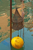 Aparejos de pesca venecia italia en canal — Foto de Stock