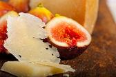 Pecorino cheese and fresh figs — Stock Photo