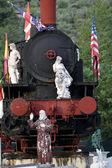 Mramorové sochy na staré lokomotivy — Stock fotografie