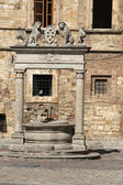 Old well in Piazza Grande - Montepulciano , — Foto Stock