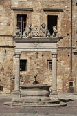 Old well in Piazza Grande - Montepulciano — Stock Photo