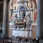 Florence - Santa Croce. Tomb of Galileo Galilei — Stock Photo #17191763