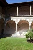 Internal courtyard of basilica Santa Croce in Florence, — Stock Photo