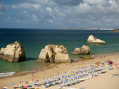 A section of the idyllic Praia de Rocha beach on the Algarve region. — Stock Photo