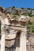 寺在古希腊语中哈德良城以弗所 — 图库照片
