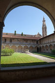 Internal courtyard of basilica Santa Croce in Florence, Italia. — Stock Photo