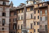 Rzym - starych rzymskich domów przez piazza rotonda — Zdjęcie stockowe