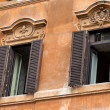 Old  windows at Spanish Steps in Rome — Stock Photo