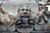 Skulpturale detail von den barocken brunnen auf der piazza della rotonda rom, italien — Stockfoto