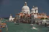 Venezia - la vista sul canal grande e saluto prima della tempesta — Foto Stock