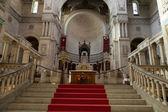 Interieur van de basiliek van saint-martin, tours, frankrijk — Stockfoto