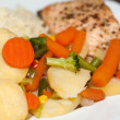 The healthy diet. The salmon with vegetables — Stock Photo #35438365