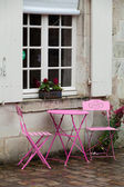 Empty pink table in the cafe during the rain — Stock fotografie