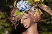 La maceta en la forma de la cabeza femenina — Foto de Stock