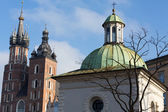 Cracow - the church of St. Adalbert and Mariacki church — Stock Photo