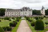 Garden and Castle of Chenonceau. Known as the castle of the ladies was built in 1513 and is one of the most visited in the Loire Valley — Stock Photo