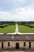 Il grande prato e il parco intorno al castello di chambord. francia — Foto Stock