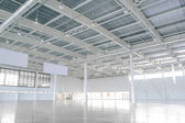 New Modern Empty Storehouse. Huge Light Empty Storehouse — Stock Photo
