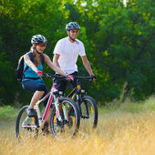 Young Happy Couple Riding Mountain Bikes Outdoor — Stock Photo