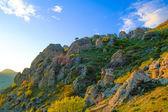 Hermosa puesta de sol en las montañas de demerdzhi. crimea, ucrania — Foto de Stock