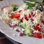 geleneksel Bulgar salatası - shopska salata — Stok fotoğraf #29792339