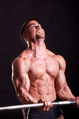 Young bodybuilder traininig — Stock Photo