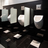 Urinal man clean toilets — Stock fotografie